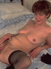 Horny mature nympho showing her stuff on the bed