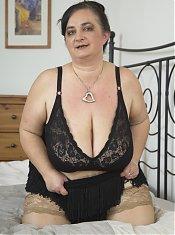 Oma Gerda ist immer fuer Sex zu haben